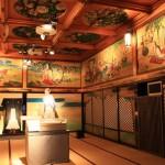 いたるところに装飾が施された豪華な部屋。ここでは龍馬の紋服などが展示された