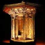 本展の目玉である「崇源院宮殿」。東京・祐天寺にて保管されていたもので、このたび発見された書き付けによって、これが崇源院、すなわち江の位牌をまつったものと特定された