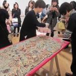 「のばす」という作品はギャラリーに集まった来場者と一緒につくった作品。それぞれのメッセージが可愛い