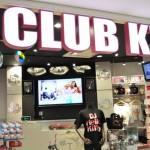 クラブをイメージしたスタイリッシュ&ポップな印象の店内