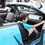 自動車マニアはもちろん、ファミリー層も非常に多いイベントだった。展示車は乗ることができるものも数多くあった