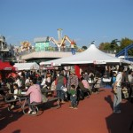 メイン会場のひとつとなったそれいゆ広場。晴天に恵まれた22日は大勢の人出で賑わった