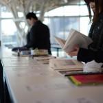多くの来場者が、ZINEを手に取ってじっくりとページを堪能していた