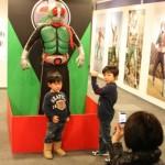 「エントランス」の仮面ライダー1号は撮影可能で子ども達に大人気