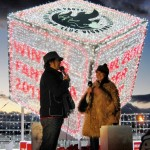 DREAMS COME TRUEはトーク終了後、17時に行われたスカイデッキでのイルミネーション点灯式にもサプライズ参加。点灯の瞬間を見ようと集まった観客には、うれしいクリスマスプレゼントとなった