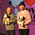 トークショーの後に行われたフォトセッションに応じる谷川さんと幅さん