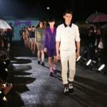 フィナーレは出場したモデル全員でランウェイをウォーキング