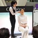 化粧品のセレクトショップ「Cosmeme」では、若々しく見えるメイクテクニックを伝授