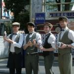 シャーロック・ホームズに憧れる、紅茶が大好きなイケメン4人組という設定の「シャーロック・フォーメンズ」。英国風ファッションで決めている