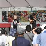錦糸公園メイン会場 メインステージにはプロミュージシャンが次々と登場。写真は中本マリ(Vo)・太田雄二(g)デュオ