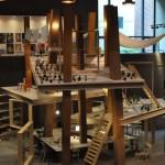 最優秀賞を受賞した山田紗子氏の「家族の生きるための家-大柱と屋根のつくる、住むための濃度」は、原寸大模型を展示