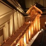 高さ48m、階段の長さ109mと推定される古代の出雲大社の10分の1スケールの復元模型