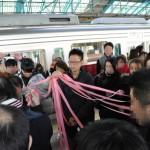 片瀬江ノ島駅の構内で、車両別に最初のマッチングが行われた