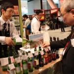 2013年の「ダボス会議」で好評を博した「五月長根葡萄園2011(白)」など、岩手県産ワイン13種を提供(エーデルワイン)