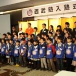 入塾式の締め括りはこれから1年間一緒に頑張る仲間と記念撮影