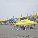 スケートパークに隣接する海岸では、サーフィンやボディボードの大会が行われた