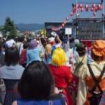 開幕のセレモニー。猛暑の中、会場の盛り上がりもヒートアップ