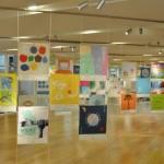 ハンカチの展示が行われた、東京ミッドタウン・デザインハブの様子