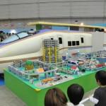 新幹線はいつの時代も子どもたちの人気の的。窓から顔を出して記念撮影ができる