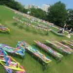 作品はリボンで制作された「MID DAY Ribbon」。「Tokyo Midtown Award」 デザインコンペ審査員の柴田文江氏のアイディア