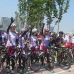 「ツール・ド・湾岸」には自転車ガールズユニット「ちゃりん娘」メンバーと自転車大好き芸人・団長安田さんも参加