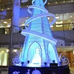 吹き抜けのガーデンスクエアを彩る、「シンデレラ」をモチーフにしたクリスマスツリー