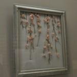 慶弔の贈答品を結ぶ水引を編み合わせ、立体的に仕上げたしだれ桜の水引画