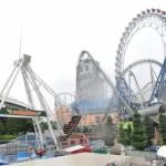 「東京ドームシティ アトラクションズ」は、雨にも関わらず今日も来園者の歓声が響く