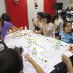 「マルコメ」は、「親子で楽しみながら学べる みその食べ比べ教室」を実施。子どもの中にお母さんの姿が