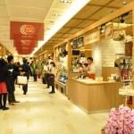 東京ではあまり知られていない地域食材を使ったグルメを購入できる1階「にっぽん食市場 楽市」