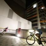 駐車場で自転車レース ©撮影:和田八束