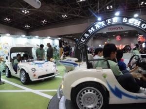 実際に自動車を運転できるコーナーが大人気
