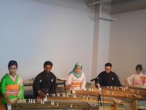 イベントコーナー「日本と世界の国際文化交流5」。留学生による箏合奏