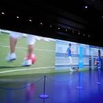 5Gの最新映像技術によりライブ配信を4K×3のワイドスクリーン投影