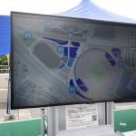 会場内のNECブースに設置されたデジタルサイネージ