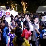 子どもたちと「東京五輪音頭-2020-」を踊る野村忠宏さん