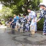 街歩きをしながら「宗林寺」などでも打ち水を実施