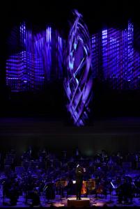 正面のLEDパネルと照明が音楽の一要素として落合陽一さんの世界観を表現  ©山口敦