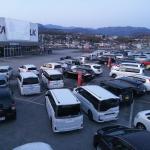 屋上駐車場に約100台の車が来場