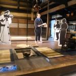 撮影スタッフ陣のパネルも配置。来場者もドラマのキャスト気分を味わえる